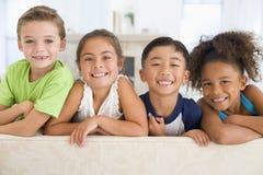 Groupe de jeunes amis ensemble Image stock