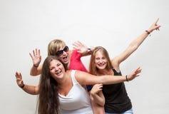 Groupe de jeunes amis insouciants Photo stock