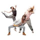 Groupe de jeunes danseurs d'houblon de hanche de femanle sur le fond blanc Photographie stock libre de droits