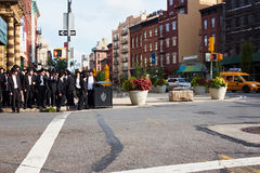Groupe de juifs orthodoxes de hasidim Photo stock