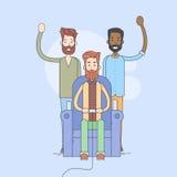 Groupe de l'homme, jeu de Sit In Armchair Play Video, séjour autour illustration stock