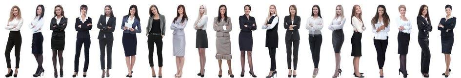 Groupe de la jeune position réussie de femme d'affaires dans une rangée image stock