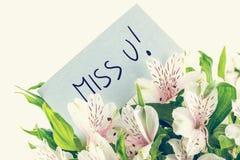 Groupe de lillies blancs de tigre avec une carte de la Mlle u Images libres de droits