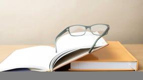 Groupe de livre et de lunettes photos libres de droits