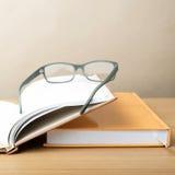 Groupe de livre et de lunettes photo libre de droits
