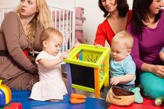 Groupe de mères avec leurs bébés Image stock