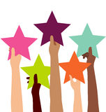 Groupe de main de diversité tenant les étoiles colorées Images stock