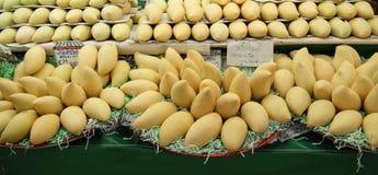 Groupe de mangue jaune Photo stock