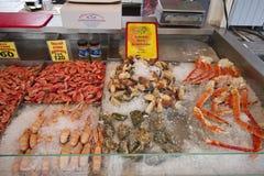 Groupe de marché de poissons à Bergen, Norvège Image stock