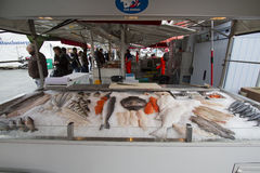 Groupe de marché de poissons à Bergen, Norvège Photos libres de droits