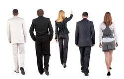 Groupe de marche d'équipe d'affaires. vue arrière Images stock