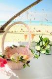 Groupe de mariage de fleurs sur la table Images stock