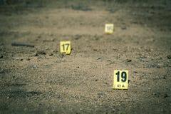 Groupe de marqueur de preuves dans l'enquête de scène du crime Photos stock