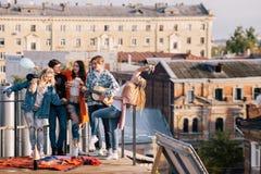 Groupe de musique d'étudiant au festival sur le toit Photos stock