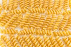 Groupe de pâtes colorées d'or sprial de macaronis Image libre de droits