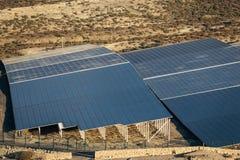 Groupe de panneaux solaires pour la production de courant électrique photo libre de droits