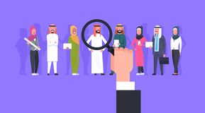 Groupe de Person Candidate From Arab People d'affaires de cueillette de loupe de bourdonnement de main de recrutement illustration libre de droits