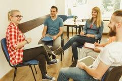 Groupe de personnes étudiants travaillant ensemble Image libre de droits
