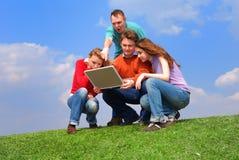 Groupe de personnes avec le cahier Photos libres de droits