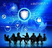 Groupe de personnes d'entreprise ayant une réunion au sujet d'antivirus illustration stock