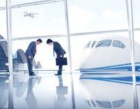 Groupe de personnes dans l'aéroport Photo stock
