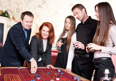 Groupe de personnes dans le casino Photographie stock