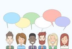 Groupe de personnes de bande dessinée d'affaires parlant discutant le réseau de Social de communication de causerie illustration stock