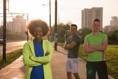 Groupe de personnes de portrait multi-ethnique sur pulser Image libre de droits
