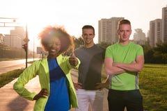Groupe de personnes de portrait multi-ethnique sur pulser Photo stock