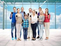 Groupe de personnes de sourire avec des smartphones Image libre de droits
