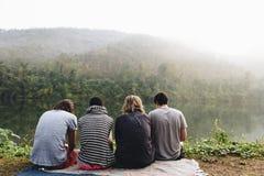 Groupe de personnes diverses appréciant la vue Photo libre de droits