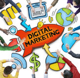 Groupe de personnes diverses discutant le marketing de Digital Image stock