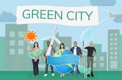 Groupe de personnes diverses tenant les icônes écologiques illustration libre de droits