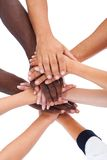 Groupe de personnes empilant des mains ensemble Photographie stock