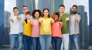 Groupe de personnes international se dirigeant sur vous Image libre de droits