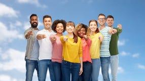 Groupe de personnes international se dirigeant sur vous Photo libre de droits