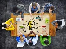 Groupe de personnes multi-ethnique idées de planification Image libre de droits