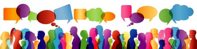 Groupe de personnes parler Parler de foule Communication entre les personnes Silhouette colorée de profil Bulle de la parole illustration de vecteur