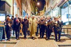 Groupe de personnes pendant le cortège interconfessionnel contre le terrori Photographie stock libre de droits