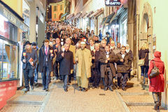 Groupe de personnes pendant le cortège interconfessionnel contre le terrori Photographie stock