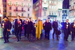 Groupe de personnes pendant le cortège interconfessionnel contre le terrori Images libres de droits
