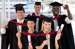 Groupe de personnes recevant un diplôme de l'université Photographie stock libre de droits