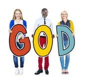 Groupe de personnes tenant Dieu de mot photos stock