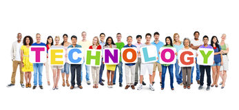 Groupe de personnes tenant Word Teachnology Photographie stock