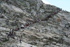 Groupe de personnes trekking Images libres de droits