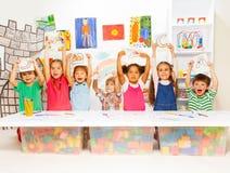 Groupe de petits enfants dans la leçon tôt de développement Image libre de droits