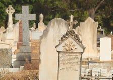 Groupe de pierres tombales dans le cimetière photographie stock libre de droits