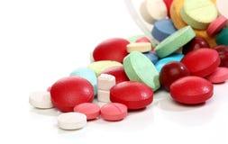 Groupe de pillules colorées de médecine Photographie stock libre de droits