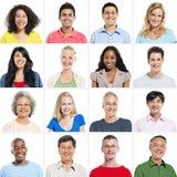 Groupe de portrait de sourire multi-ethnique de personnes Photos stock