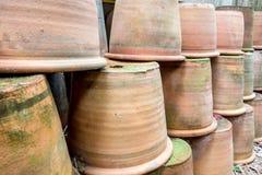 Groupe de pots vides de terre cuite photographie stock libre de droits